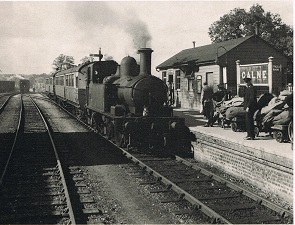 1400 Class 0-4-2 tank arriving in Calne with auto trailers