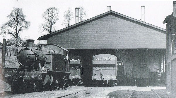 GWR engine shed like Chippenham's with a Prairie tank, 0-6-0  pannier tanks and 0-4-0 auto engines