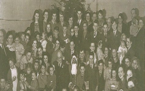 Rising Sun Christmas Party 1946 – the current chairman is in his mother's arms, 2nd person standing on the left